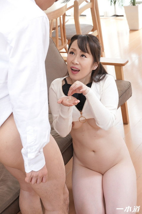 まんチラの誘惑 〜色白美白のドエロい友達のママ〜 篠原なぎさ