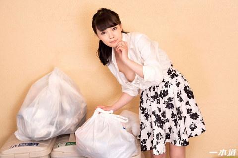 朝ゴミ出しする近所の遊び好きノーブラ奥さん 天緒まい